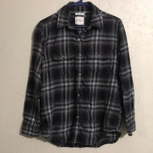 """AE Plaid black, gray, white flannel XS """"Destroyed"""""""